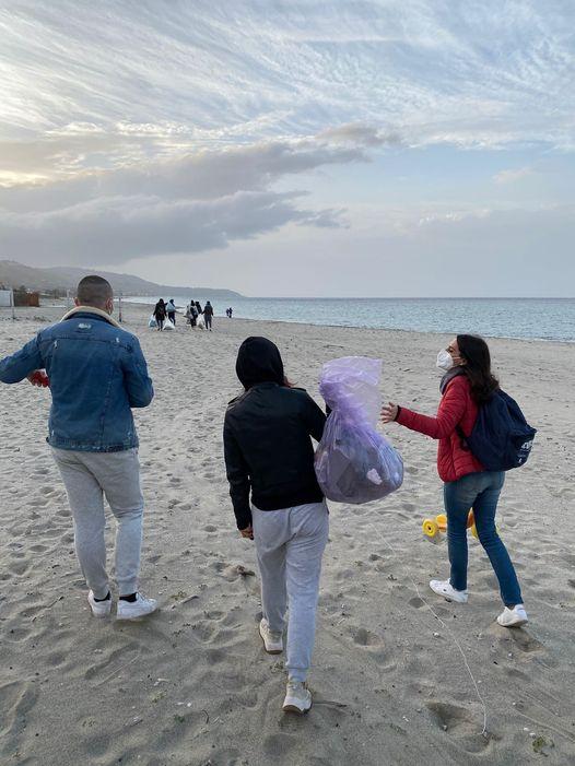 Salvaguardia del Creato: MessinAttiva, raccolta rifiuti alla spiaggia di Ganzirri