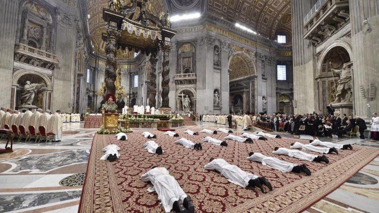 Il Papa ordinerà nove sacerdoti per la diocesi di Roma