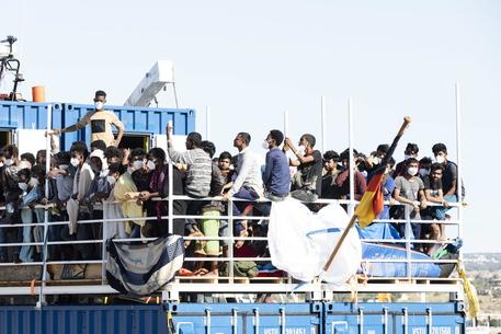 Migranti: Sea Eye, a Pozzallo frasi razziste