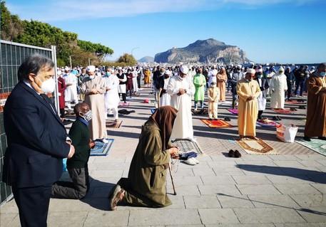 Ramadan: Orlando e Biagio Conte partecipano alla preghiera di chiusura