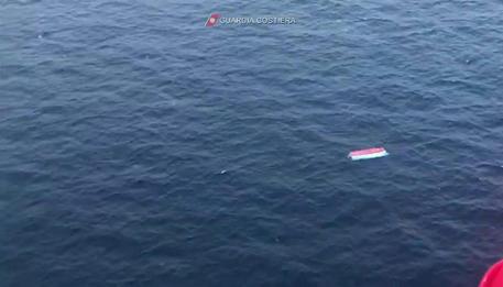 Migranti: segnalati resti umani a Lampedusa