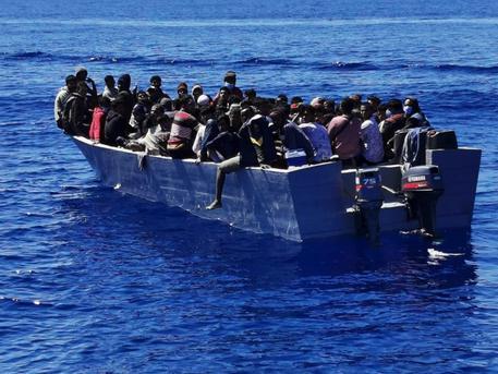 Lampedusa: ancora senza esito le ricerche dei migranti dispersi in mare