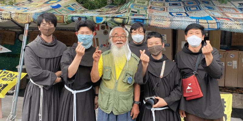 Frati Minori in Corea visitano i luoghi dove l'ecologia e la pace vengono disturbate