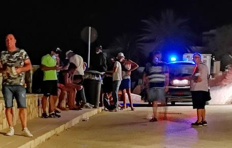 Migranti: mini sbarco a Marettimo, approdati 18 tunisini