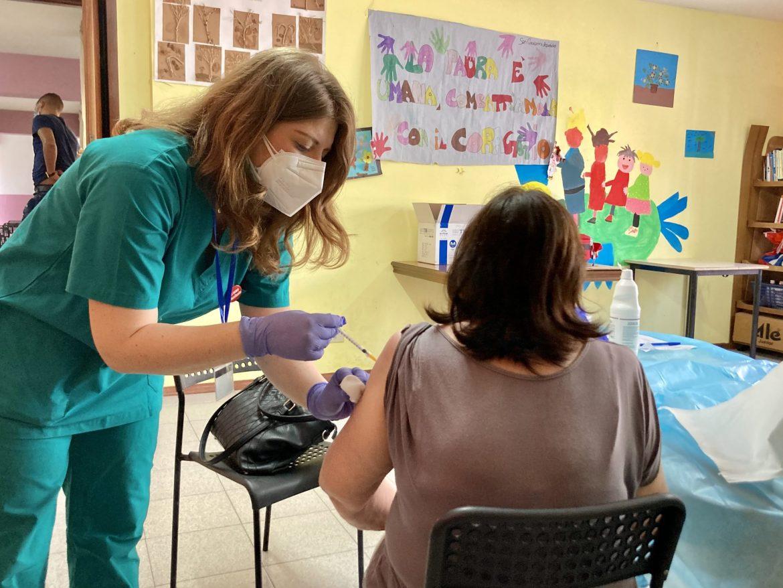 Vaccini: in Sicilia il 76% del personale scolastico ha completato il ciclo