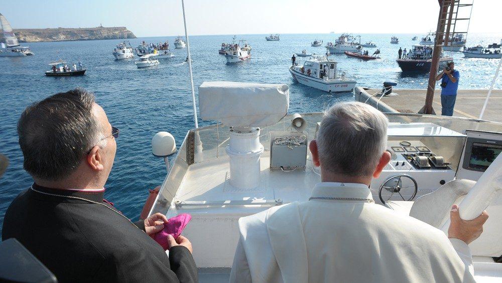 """Lampedusa, otto anni fa la tragedia. Il Parroco: """"Seguiamo il Vangelo con l'accoglienza"""""""